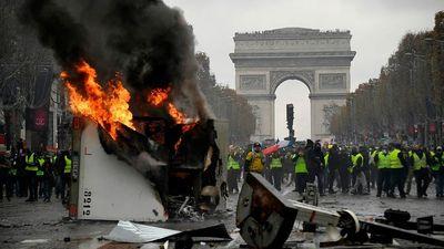 Tiếng đàn ngân vang giữa biểu tình ở Pháp