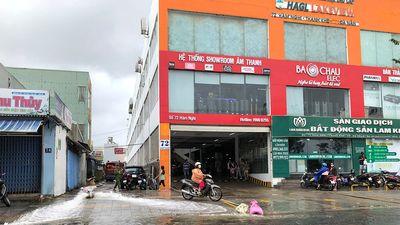Hậu úng ngập ở Đà Nẵng: Giải cứu xe ô tô bị nhấn chìm tại tầng hầm chung cư