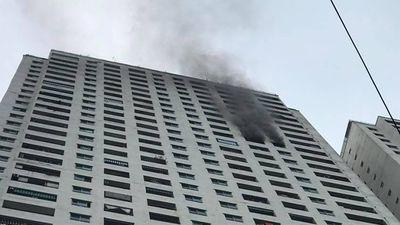 Cháy tầng 31 chung cư Linh Đàm, cư dân hoảng loạn tháo chạy