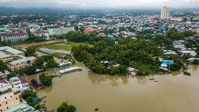 Cảnh thành phố Tam Kỳ chìm trong biển nước nhìn từ flycam