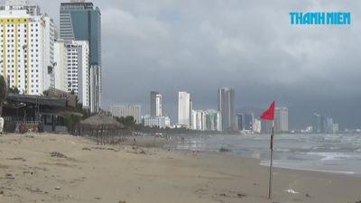 Bãi biển Đà Nẵng sạt lở tan hoang sau trận mưa lịch sử
