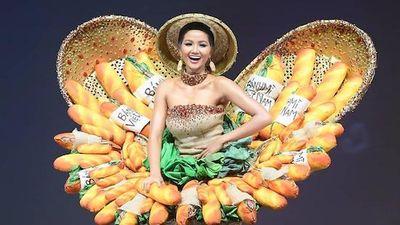 H'Hen Niê rạng rỡ mang 'Bánh Mì' lên sân khấu Miss Universe