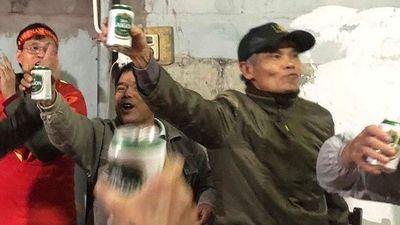 Bố trung vệ Trần Đình Trọng tin tưởng con trai sẽ ghi bàn trong trận chung kết