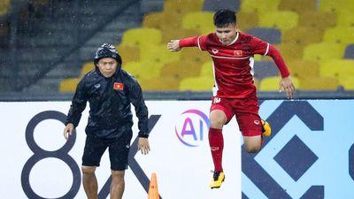 ĐT Việt Nam 'luyện công' lần cuối dưới mưa 'chiến' Malaysia ở chung kết