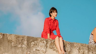 Lại phát sốt vì váy áo - túi xách hàng hiệu 'xịn sò' của Song Hye Kyo trong phim Encounter