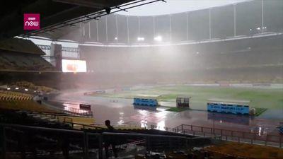 Clip: Sân Bukit Jalil mưa trắng trời kèm sấm sét trước trận thư hùng Việt Nam vs Malaysia