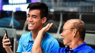 Đội tuyển Việt Nam rời Malaysia về nước