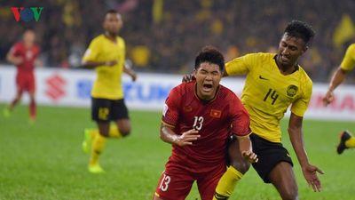 Clip: Những đòn 'bẩn' Malaysia dùng để triệt hạ cầu thủ Việt Nam