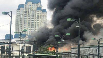 cháy lớn khủng khiếp gần trụ sở Liên đoàn bóng đá Việt Nam