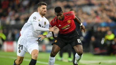 Valencia 2-1 Man Utd: Phil Jones lập cú đúp sai lầm