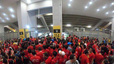 LĐBĐ Malaysia điều tra việc CĐV Việt Nam không thể vào sân Bukit Jalil