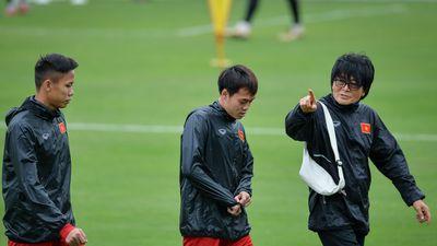 Văn Toàn, Ngọc Hải tập riêng với bác sĩ trước thềm chung kết AFF Cup