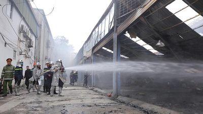 Cháy lớn bùng phát gần trụ sở VFF khi hàng trăm người đang xếp hàng lấy vé