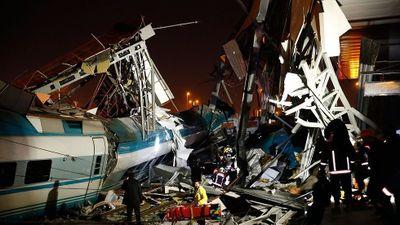 Tàu cao tốc đâm sầm tàu hỏa, 53 người thương vong