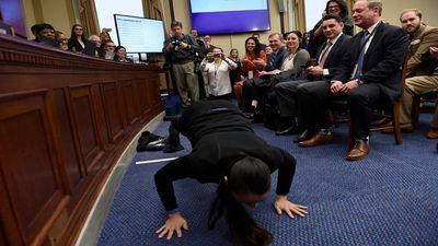 Bốc thăm chọn văn phòng, nghị sĩ Mỹ dùng hàng loạt các 'nghi thức cầu may'