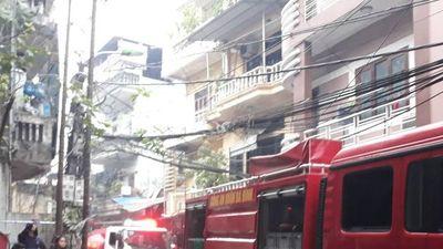 Nóng: Đang cháy lớn quán Karaoke gần cầu Chương Dương