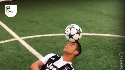 Phiên bản giống Ronaldo cả về ngoại hình lẫn kỹ thuật
