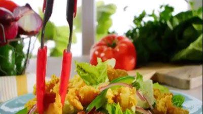 Clip: Hướng dẫn làm món salad tôm chiên giòn