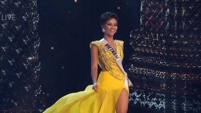 H'Hen Niê với màn xoay váy ấn tượng như nữ hoàng tại Bán kết Miss Universe 2018