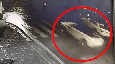 Camera an ninh ghi lại cảnh xe Range Rover đâm nữ sinh rồi bỏ chạy