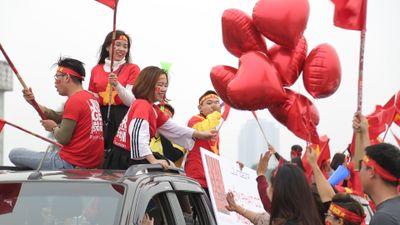 Người hâm mộ nhuộm đỏ sân Mỹ Đình trước trận chung kết