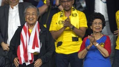 Thủ tướng 92 tuổi nhắn nhủ Malaysia trước giờ quyết đấu với Việt Nam