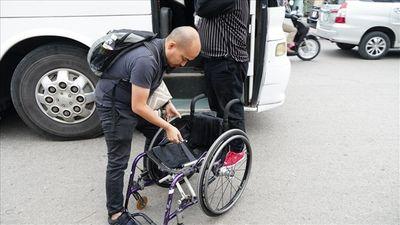 CĐV Malaysia: Ngồi xe lăn sang Việt Nam cổ vũ đội nhà