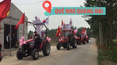 'Biệt đội xe công nông' mang kèn trống xuống đường làng cổ vũ Quang Hải