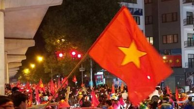 Hàng triệu người hâm mộ xuống đường mừng Việt Nam vô địch AFF Cup 2018
