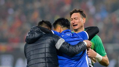 Đặng Văn Lâm khóc sau khi giúp tuyển Việt Nam vô địch AFF Cup