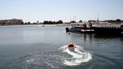 Phao cứu hộ tự động di chuyển tới vị trí người đuối nước
