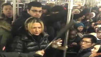 Bắt nghi phạm hành hung cô gái gốc Á trên tàu điện ngầm New York