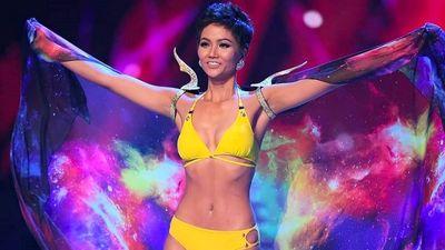H'Hen Niê tự tin và gợi cảm diễn bikini cùng Top 10 Miss Universe