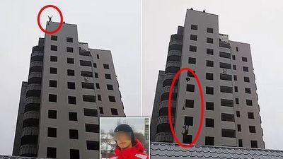 Thiếu niên tử vong khi nhảy dù tự chế từ tầng 14 ngay trước mặt mẹ