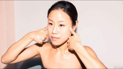 Chỉ cần 5 phút massage mặt và chăm sóc sắc đẹp cho làn da tươi trẻ