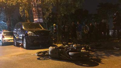 Khoảnh khắc Lexus tông 7 xe máy ở Hà Nội