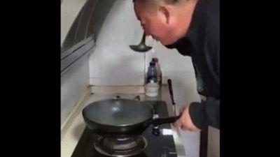 Cách nếm đồ ăn của người đàn ông khiến đầu bếp thế giới phải 'bái phục'
