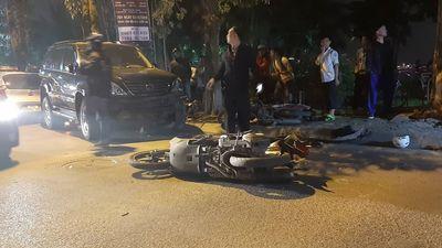 Nữ lái xe Lexus đâm 2 ô tô, 7 xe máy nằm la liệt ven hồ Tây, gồm cả xe cảnh sát đang đi tuần