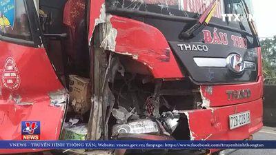 Tai nạn liên hoàn trên QL 1A, 4 xe ô tô hư hỏng nặng