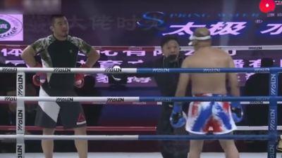 Trận đấu 'như đi dạo' của Từ Hiểu Đông trước cao thủ kungfu