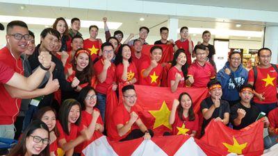 Gần 300 cổ động viên bay sang UAE cổ vũ tuyển Việt Nam