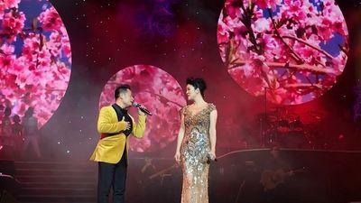 Khán giả phát cuồng trước màn song ca 'Hongkong 1' của Bằng Kiều và Thu Phương