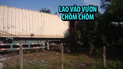 Hiện trường vụ xe container đâm sập tường rào, lao vào vườn chôm chôm