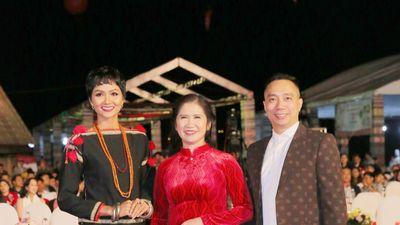 Hoa hậu H'Hen Niê hội ngộ NTK Đỗ Trịnh Hoài Nam tại Lễ hội văn hóa thổ cẩm Việt Nam