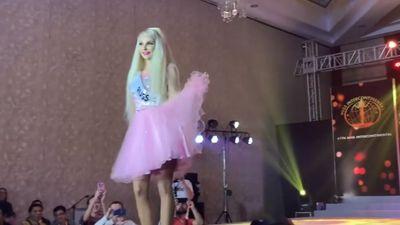 'Barbie người thật' Tatyana Tuzova trình diễn tại Hoa hậu Liên lục địa
