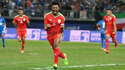 Ahmed Kano sút phạt thần sầu mở tỉ số cho Oman trước Turkmenistan