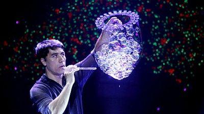 Rực rỡ đêm diễn 'huyền thoại bong bóng' của Fan Yang