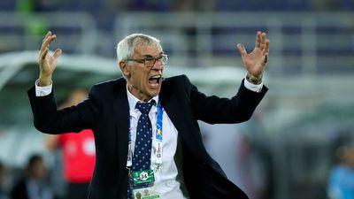 HLV Hector Cuper nổi giận vì Nhật Bản 'chơi xấu' với Uzbekistan