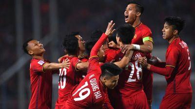 Các cầu thủ Việt Nam nhảy cẩng lên vui mừng khi biết được vào vòng 1/8
