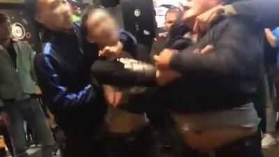 Đặt bàn ghế ra đường, 5 nhân viên còn đánh dân phòng ở Hà Nội và cái kết đắng
